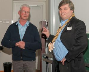 Uitreiking erepenning aan Bert Jansen door Ruud Bank (foto Rob Vink)